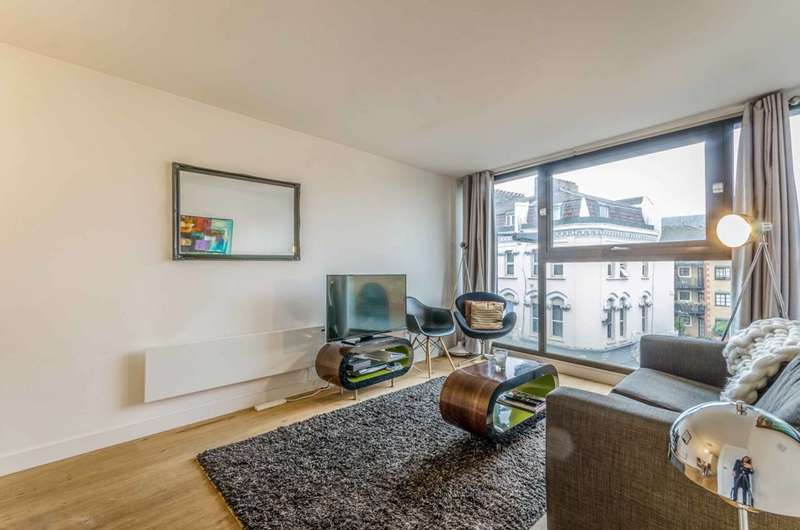 2 Bedrooms Flat for sale in Topham Street, Clerkenwell, EC1R