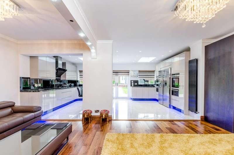 4 Bedrooms Detached House for sale in Sudbury Court Drive, Harrow, HA1