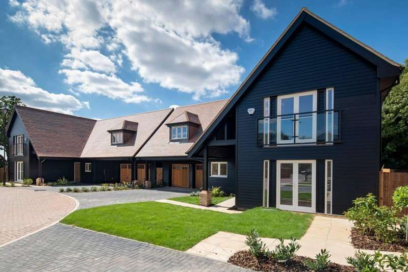 5 Bedrooms Detached House for sale in St Margaret's Park, Merry Hill Road, Bushey WD23