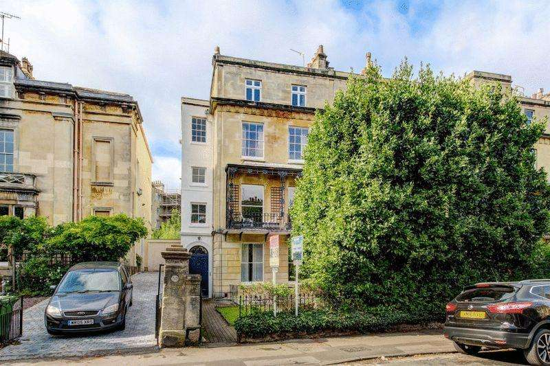 2 Bedrooms Apartment Flat for sale in Richmond Park Road, Clifton