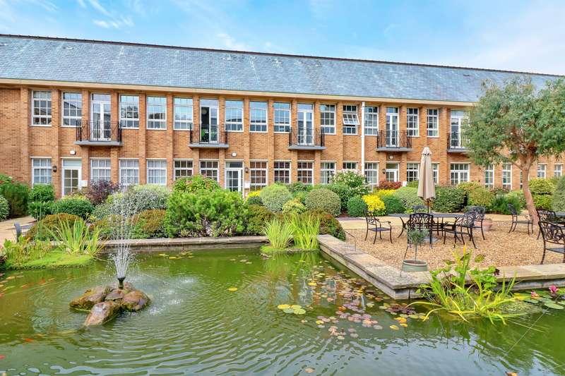 2 Bedrooms Flat for sale in The Water Gardens, De Havilland Drive, Hazlemere, HP15