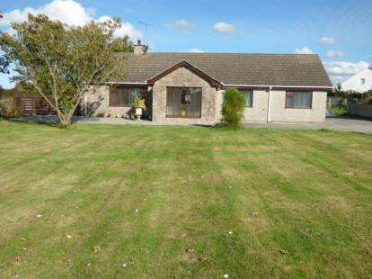 3 Bedrooms Bungalow for sale in Valley, Holyhead, Sir Ynys Mon, LL65