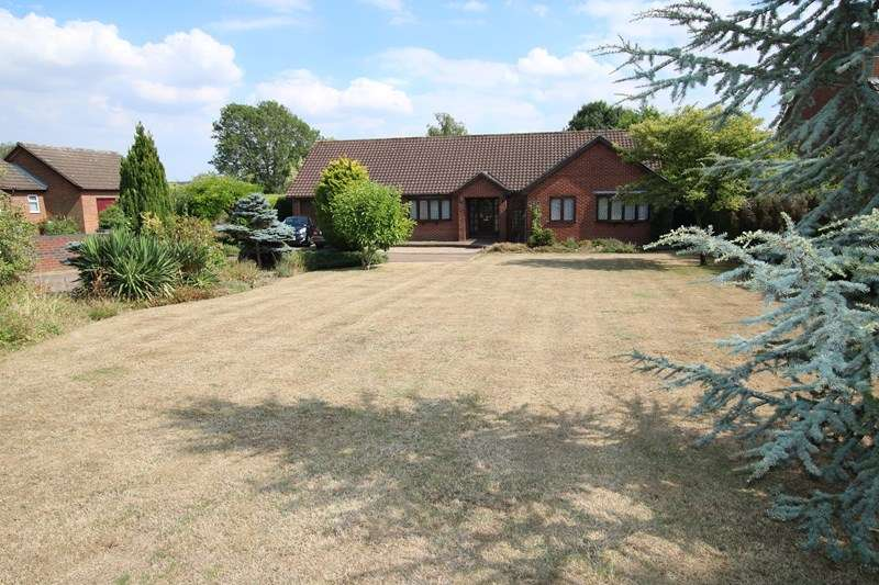 3 Bedrooms Detached Bungalow for sale in London Road, Attleborough