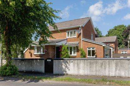 3 Bedrooms Detached House for sale in London Road, Mount Vernon, Glasgow