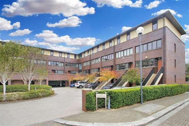 4 Bedrooms Town House for sale in Highbury Lane, Campbell park, Milton Keynes, Bucks