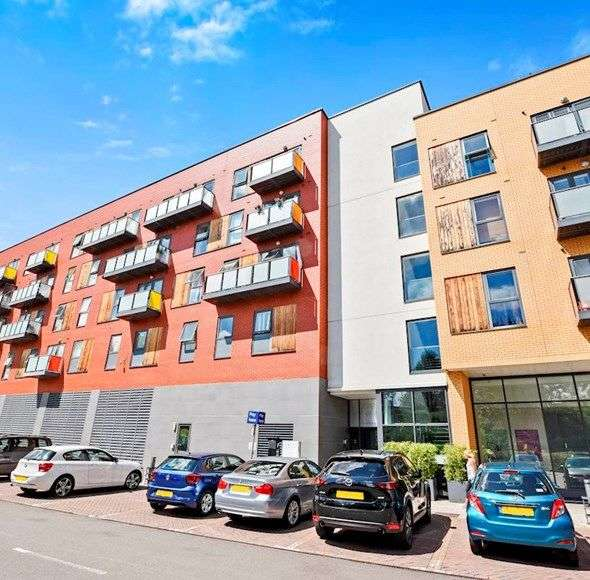 1 Bedroom Flat for sale in Dowding House, London, SW20 0BN