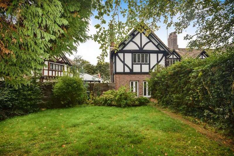 3 Bedrooms End Of Terrace House for sale in Old Hall Lane, Worsley