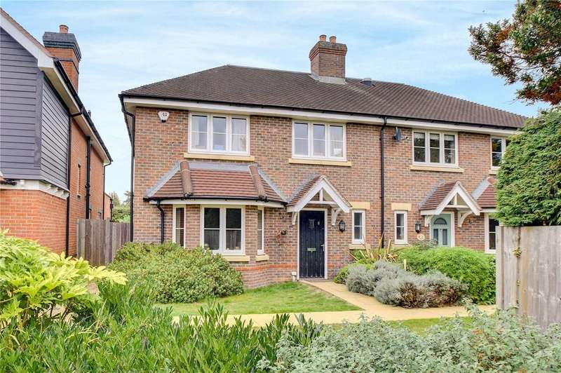 4 Bedrooms Semi Detached House for sale in Piggott Place, Petersfield, Hampshire