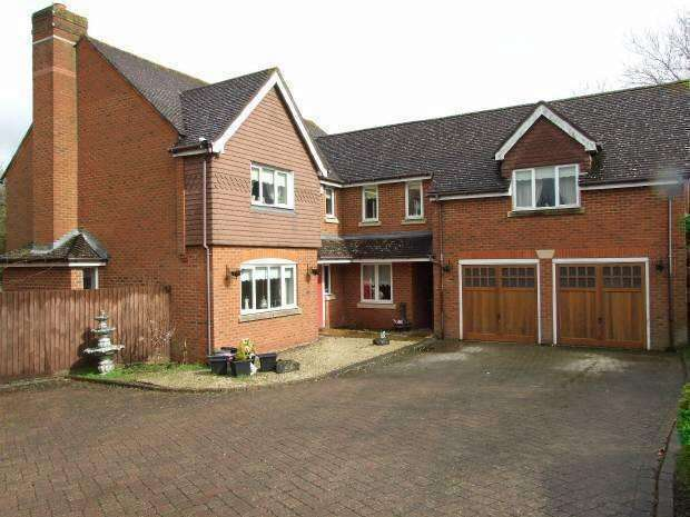 5 Bedrooms Detached House for sale in KINGS HILL, KENT.