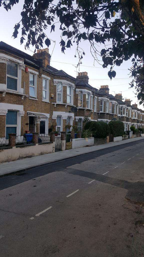 3 Bedrooms Terraced House for sale in COLEMAN ROAD, London SE5