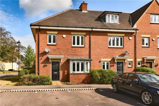 3 Bedrooms End Of Terrace House for sale in Montague Close, Farnham Royal