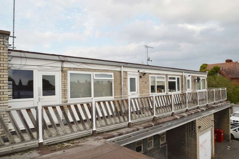 2 Bedrooms Flat for sale in Clayton Court, High Street, Langley, SL3