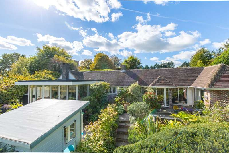 4 Bedrooms Detached Bungalow for sale in Hill Road, Lewes