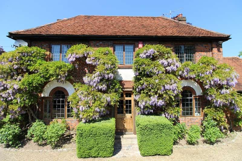 6 Bedrooms Detached House for sale in Listed Country House, Denham Village, Buckinghamshire, UB9