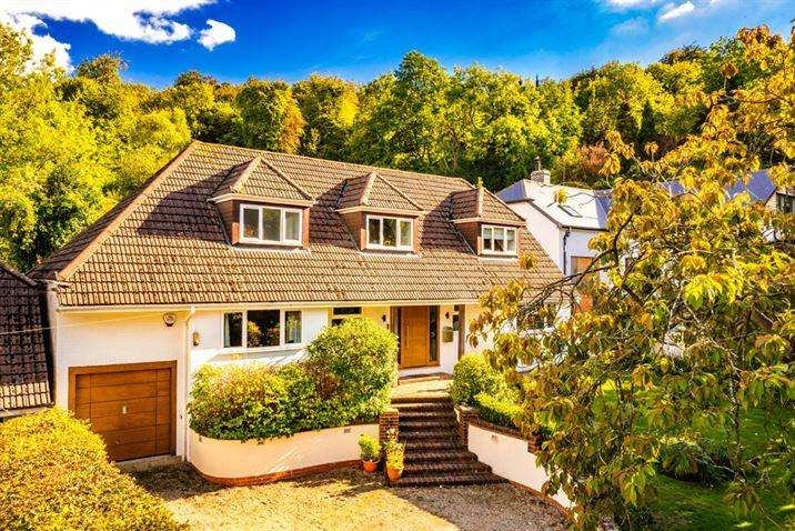 4 Bedrooms Detached House for sale in Hill View, Streatley on Thames, RG8