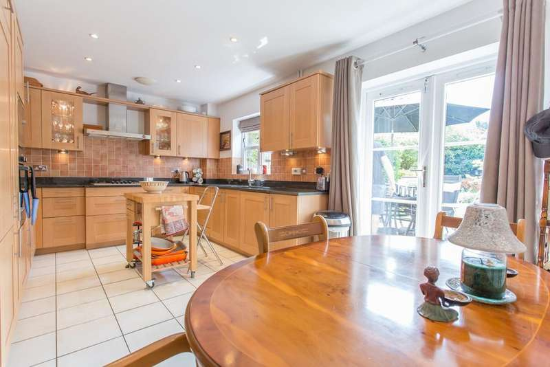 3 Bedrooms Town House for sale in Highgrove Avenue, Ascot, Berkshire, SL5 7HR