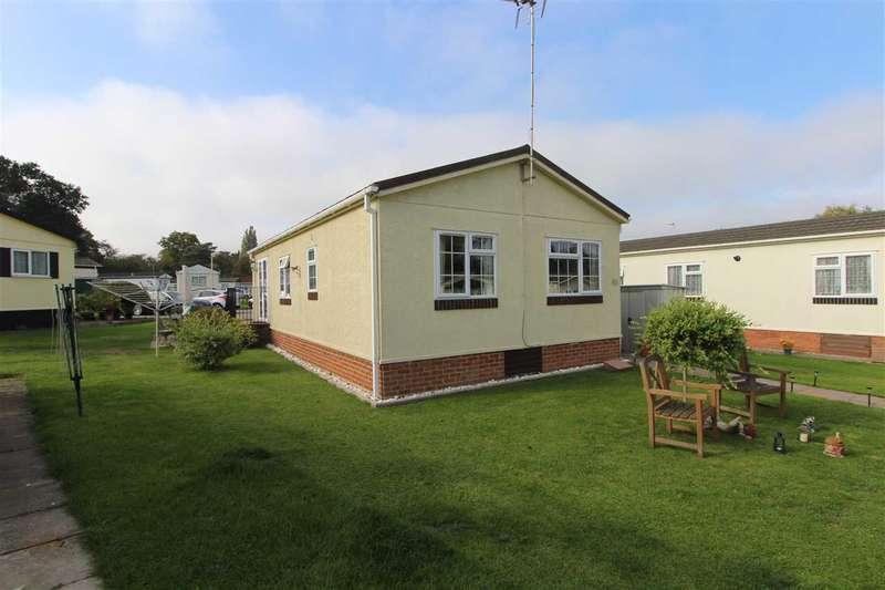 2 Bedrooms Park Home Mobile Home for sale in Arkley Park, Barnet Road, Barnet