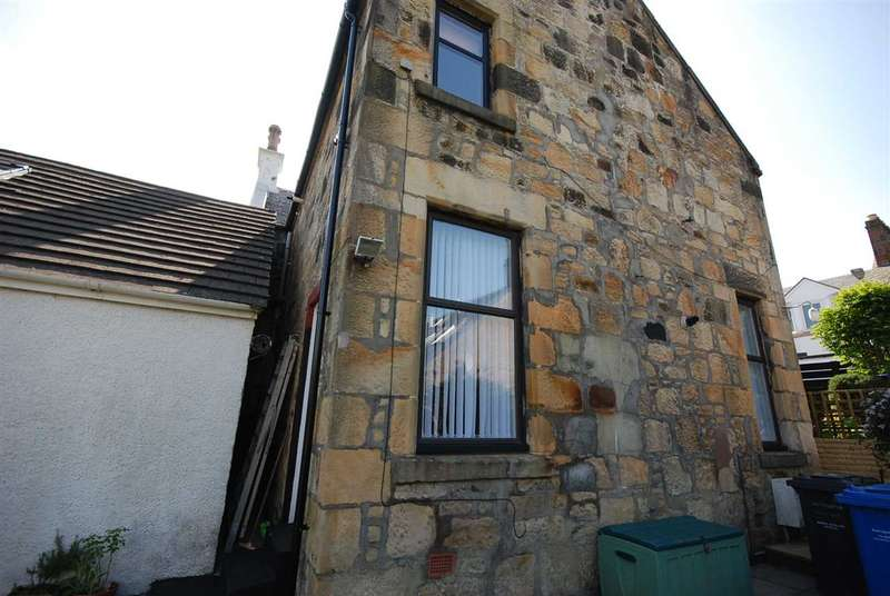 3 Bedrooms Flat for sale in Cubrieshaw Street, West Kilbride