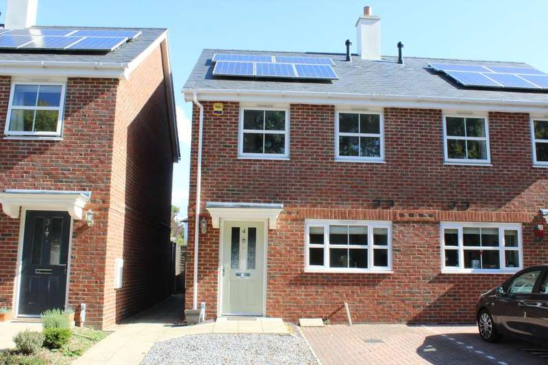 3 Bedrooms Semi Detached House for sale in Oakwood Terrace, Newbury RG14