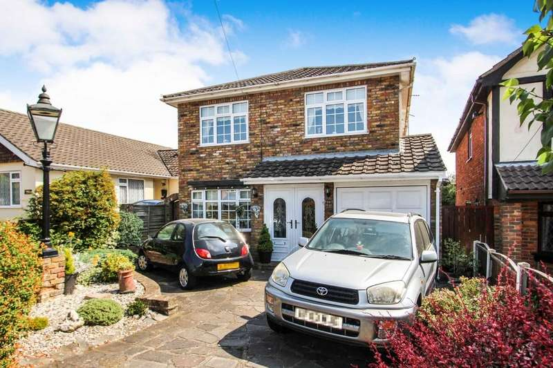 4 Bedrooms Detached House for sale in Oakleigh Avenue, Hullbridge