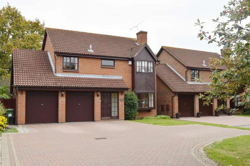 4 Bedrooms Detached House for sale in Rockingham Avenue, Hornchurch
