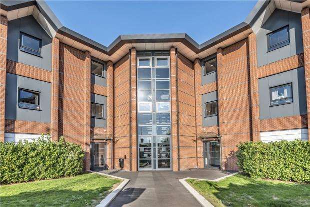 2 Bedrooms Apartment Flat for sale in Astoria Heights, 102-104 Farnham Road, Slough