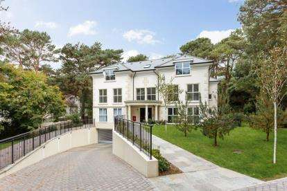 3 Bedrooms Flat for sale in 103 Lilliput Road, Canford Cliffs, Poole