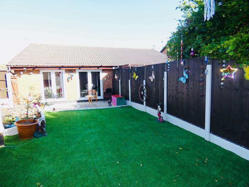 2 Bedrooms Bungalow for sale in Foxfield Drive, Oldham, Greater Manchester, OL8
