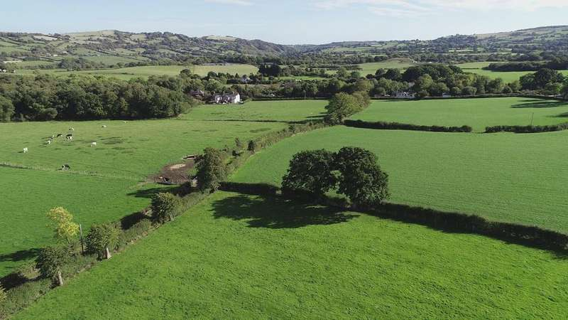 4 Bedrooms Farm House Character Property for sale in Ffordd y Bont, Treuddyn CH7