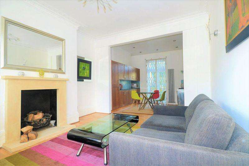 2 Bedrooms Apartment Flat for sale in Stunning Two Bedroom Semi Detached Maisonette in the Heart of Camberwell