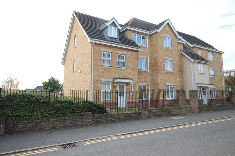 3 Bedrooms End Of Terrace House for sale in Linden Road.