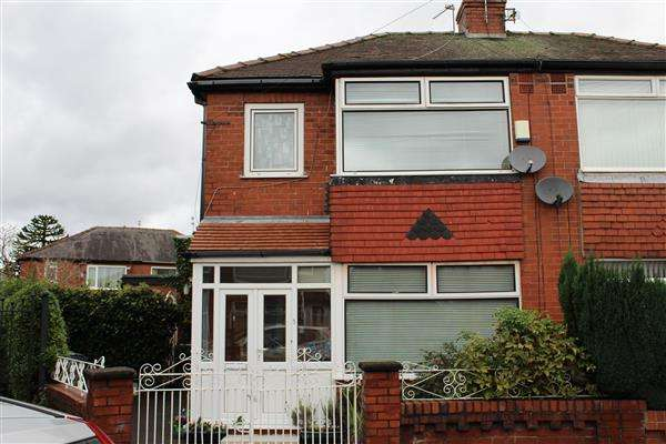 3 Bedrooms Semi Detached House for sale in Shirley Avenue, Chadderton, Oldham