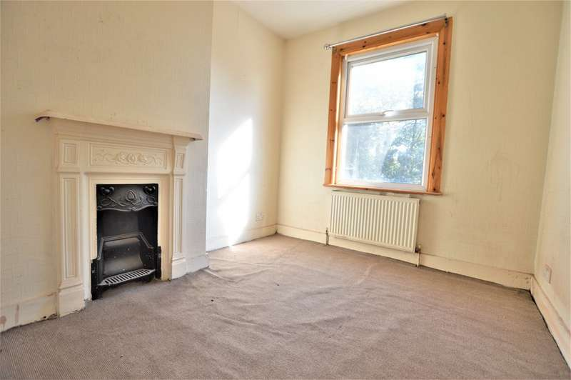 3 Bedrooms Terraced House for sale in Canada Road, Slough SL1