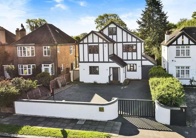 5 Bedrooms Detached House for sale in Grove Park Road London SE9