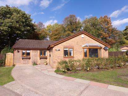 4 Bedrooms Bungalow for sale in Hill Rise, Romiley, Stockport, Cheshire
