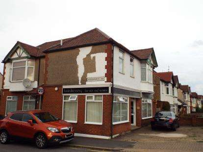 House for sale in Wordsworth House, Luton Road, Luton, Bedfordshire