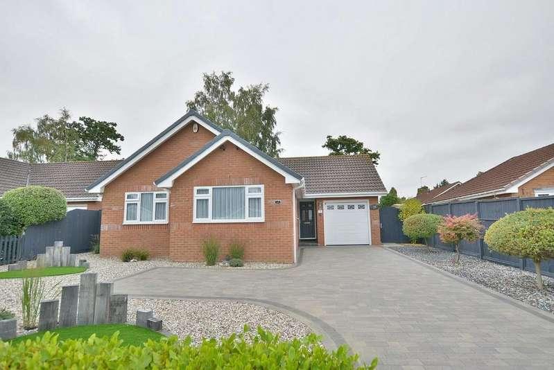 3 Bedrooms Detached Bungalow for sale in Glenwood Way, West Moors
