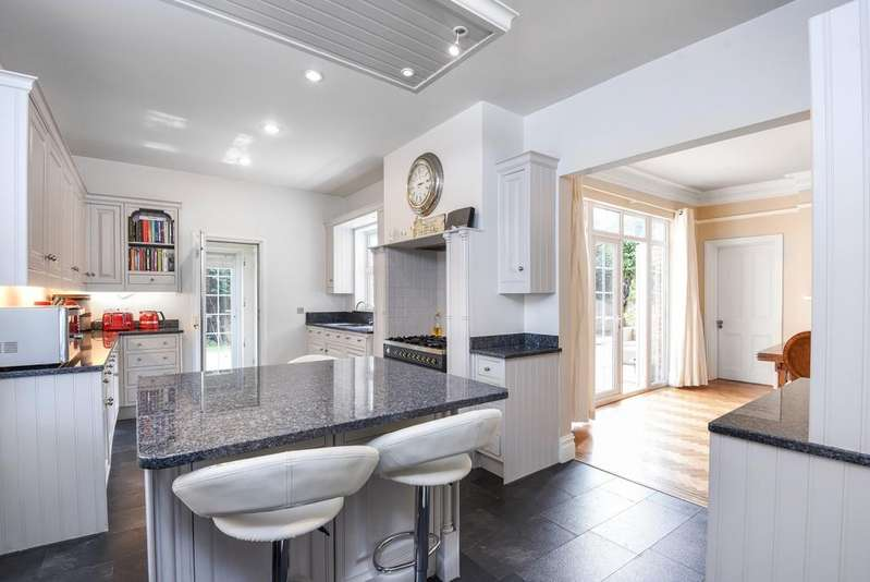 5 Bedrooms Detached House for sale in Church Avenue Sidcup DA14