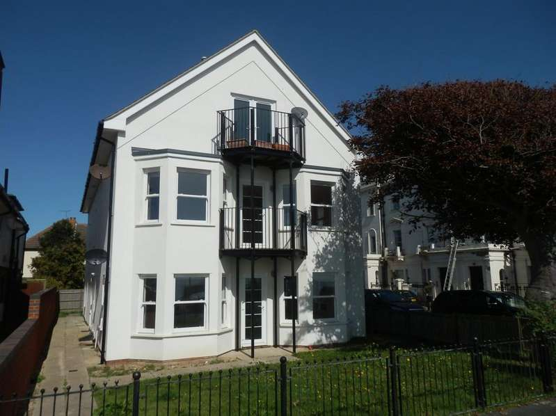 3 Bedrooms Apartment Flat for sale in MARINE PARADE, HARWICH CO12