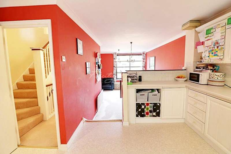 4 Bedrooms Terraced House for sale in Plover Way, SE16