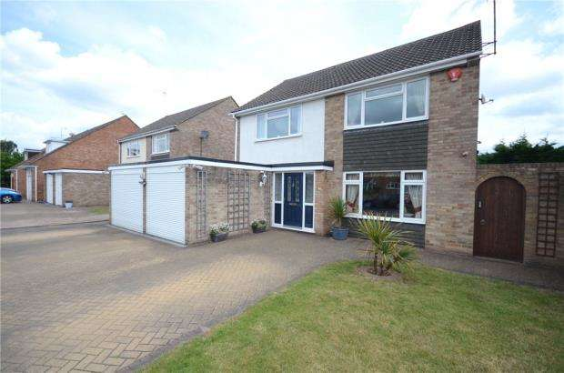 4 Bedrooms Detached House for sale in Brandon Avenue, Woodley, Reading