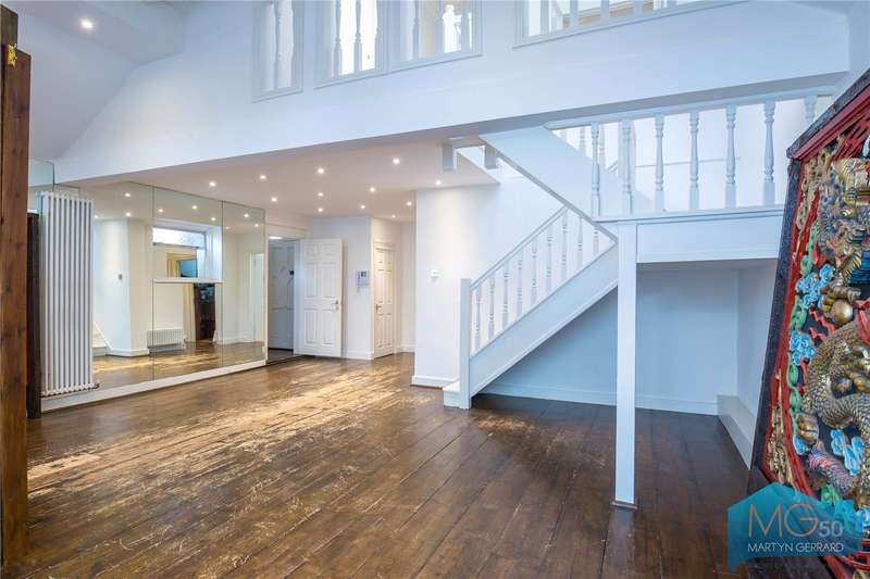 4 Bedrooms Detached House for sale in Lankaster Gardens, East Finchley, London, N2