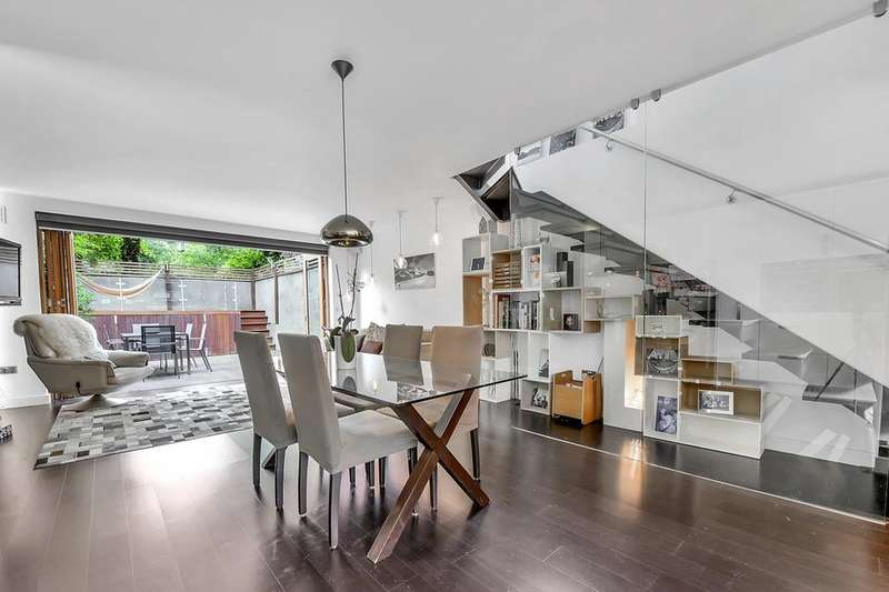 4 Bedrooms House for sale in Buckstone Close, London SE23