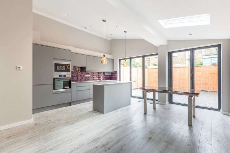 2 Bedrooms Flat for sale in Ducie Street, Brixton, SW4