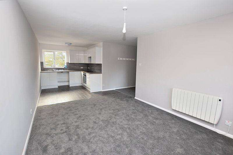 2 Bedrooms Flat for sale in High Street South, Dunstable