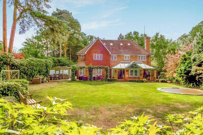 7 Bedrooms Detached House for sale in PYRFORD/WOKING