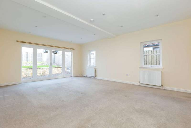4 Bedrooms Terraced House for sale in Main Street, Pathhead, Midlothian, EH37