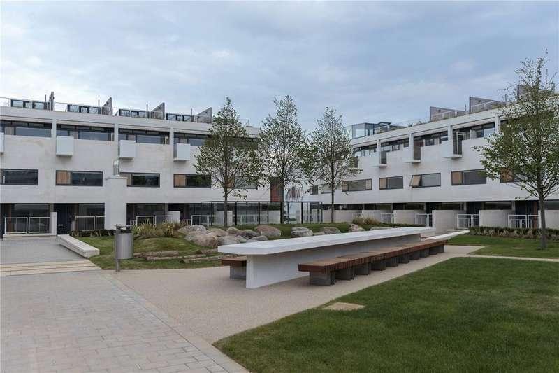 2 Bedrooms Flat for sale in Gabriel Square, St. Albans, Hertfordshire, AL1