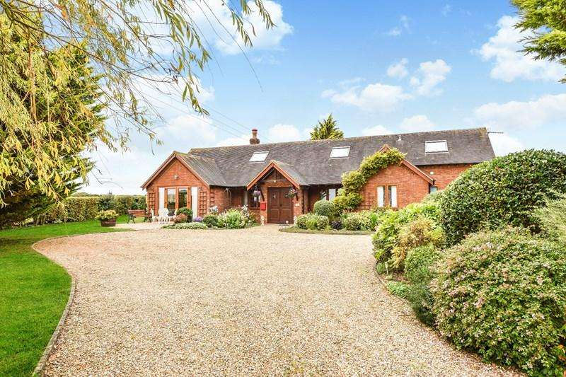 5 Bedrooms Chalet House for sale in Farm Road, Little Park, Andover