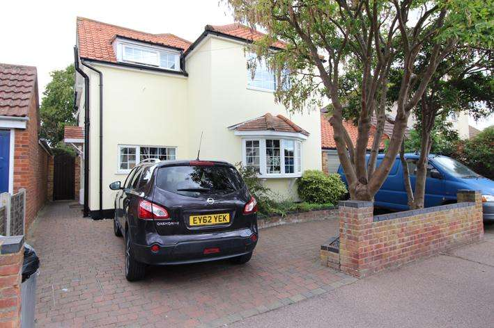 4 Bedrooms Detached House for sale in Albert Road, Brigtingsea, Colchester, Essex CO7